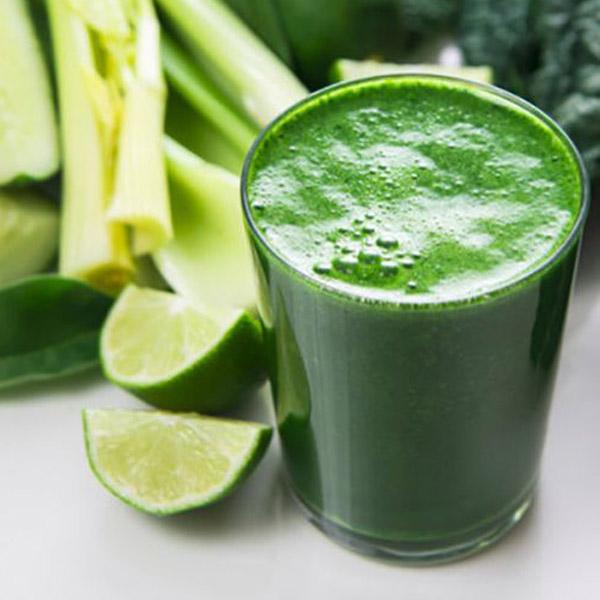 چرا بایستی آب سبزیجات سبز رنگ را به منوی نوشیدنی های مان اضافه کنیم؟